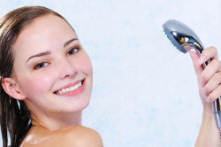 Теплый душ во время лечения гидраденита