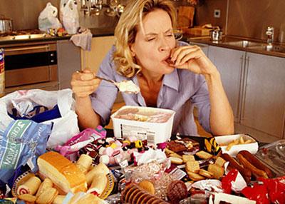 Много еды на столе