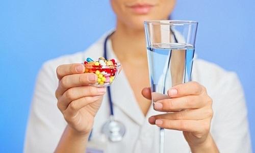В схему лечения панкреатита входит прием прописанных врачом медикаментов