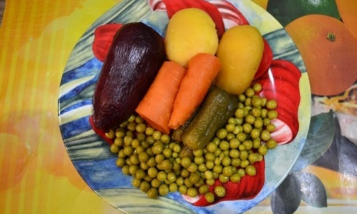 При панкреатите следует употреблять свежеприготовленный винегрет, поэтому количество ингредиентов следует рассчитать на 1 порцию